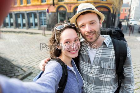 mulher passeio viajar cidade ferias chapeu