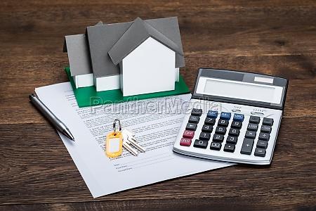 modelo da casa no papel do