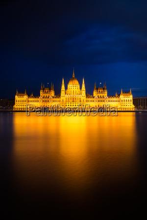 dourado reichstag parlamento budapeste danubio hungria