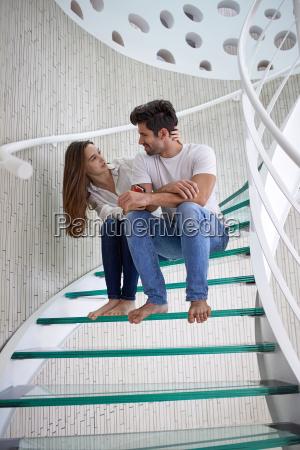 relaxado yung par lar escadas