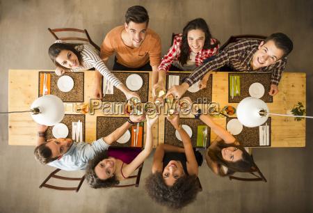 restaurante pessoas povo homem alimento comemorar