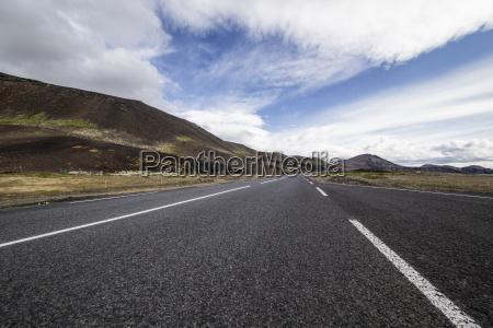 estrada e montanhas