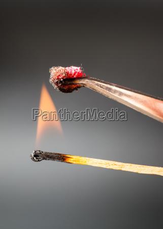 dedo ferramenta experimento madeira iluminado poeira