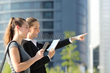 businesswomen que procurara a posicao com