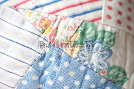 detalhe closeup pontos tecido colcha floral