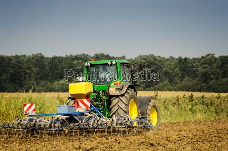 dispositivo trabalho agricola trator arado robo