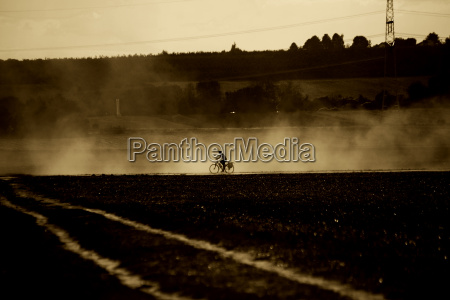 poeira aridez seca bicicleta ciclistas