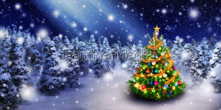 Arvore de natal na neve bonita