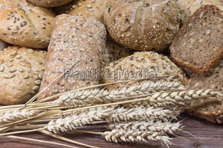 pastelarias polvilhados com as sementes em