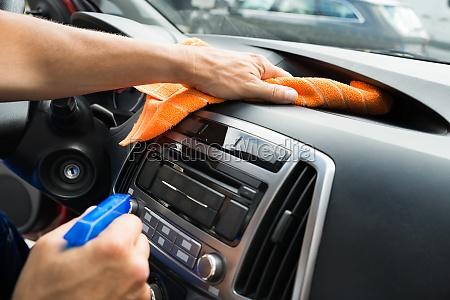 painel masculino do carro da limpeza