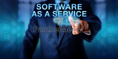 cliente corporativo tocando software como um