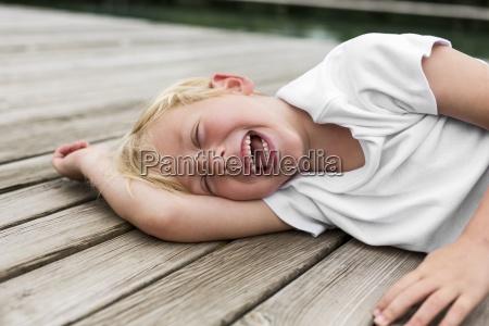 pessoas povo homem risadinha sorrisos cor