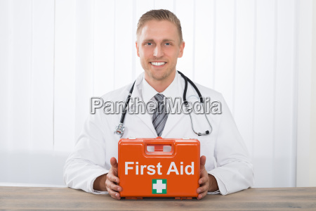 medico pessoas povo homem risadinha sorrisos