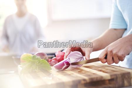mulher cortar vermelho cebola corte tabua
