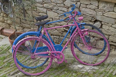 bicicleta colorida das mulheres e dos