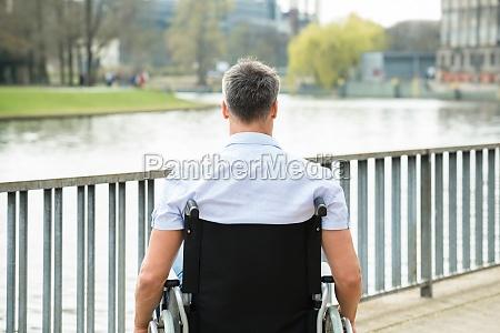 cadeira de rodas tag de dia