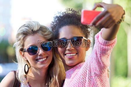 telefone risadinha sorrisos mulher mulheres amizade