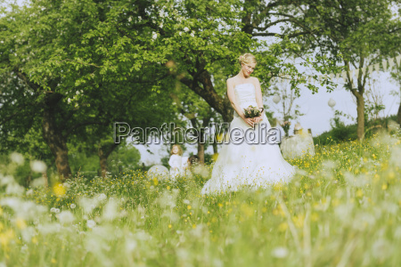 garden wedding bride with flowers