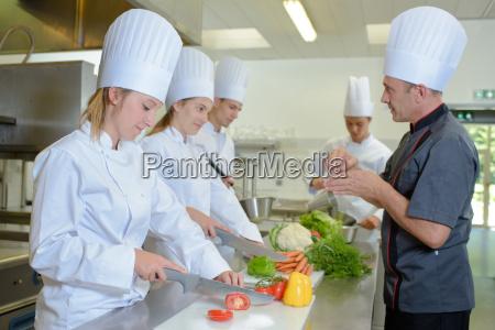 estagiarios de observacao do cozinheiro chefe