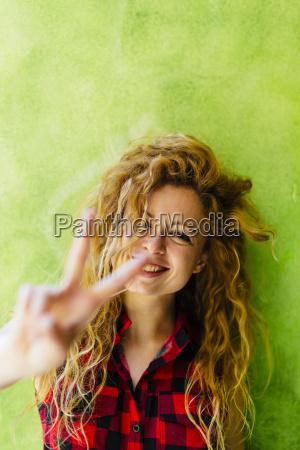 retrato da mulher de sorriso que