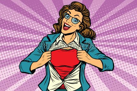 mulher super heroi rasgando camisa