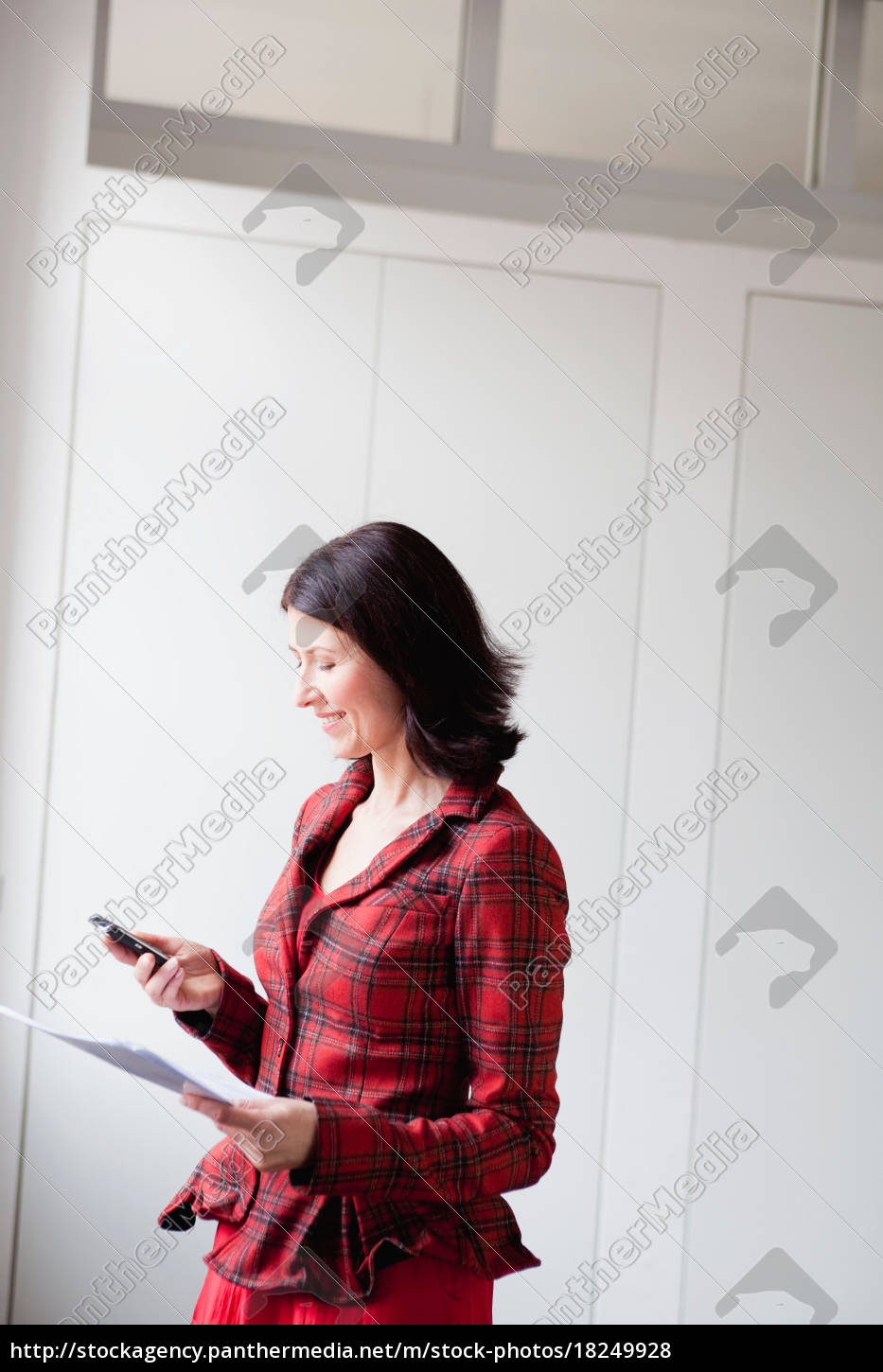 woman, using, cell, phone - 18249928