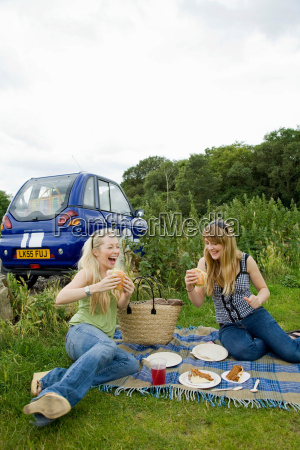 young women pick nicking by electric