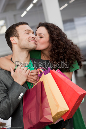 couple shopping and kissing