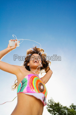 woman dancing to mp3 player