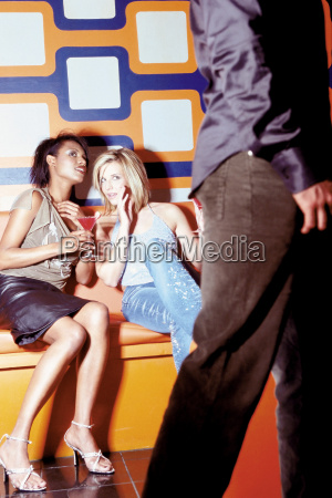 women, flirting, in, nightclub - 18754746