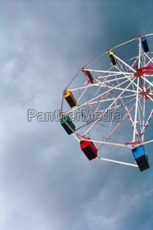 ferris wheel and cloudy sky