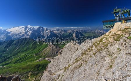 dolomitos alpes verao vale paisagem natureza