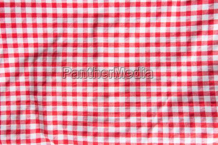 toalha de mesa quadriculada amassada