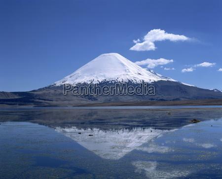 parinacota, volcano, and, lake, chungara, in - 19004575