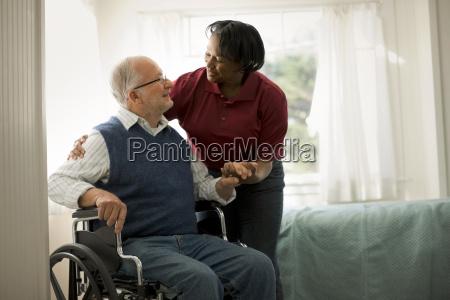 cadeira de rodas pessoas povo homem