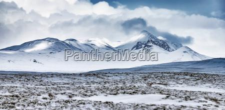 paisagem das montanhas do inverno islandia