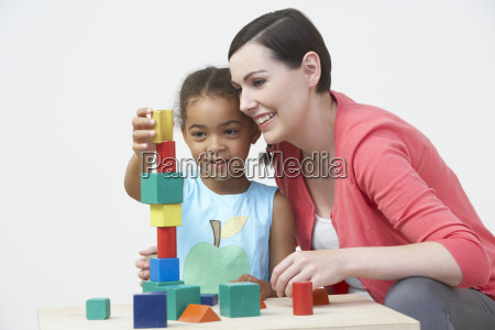 mulher risadinha sorrisos mulheres professor educacao