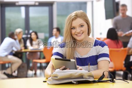 pessoas povo homem risadinha sorrisos professor