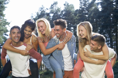 pessoas povo homem risadinha sorrisos homens