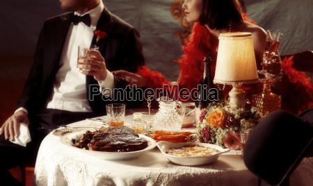mulher restaurante feminino masculino nostalgia noite