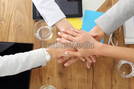 mao maos juntos gesto equipe um