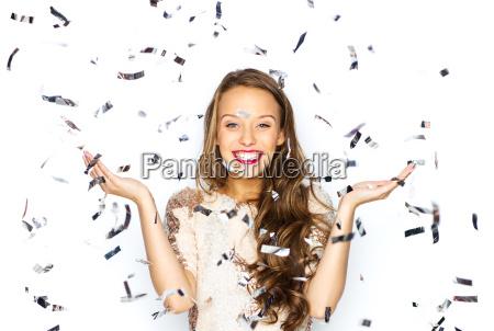 mulher nova feliz ou menina adolescente