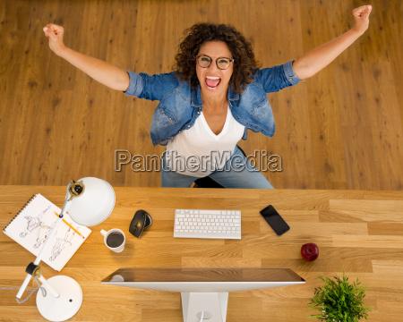 mulher, de, negócios, feliz - 20402501