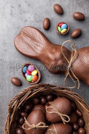 coelho e ovos de easter do