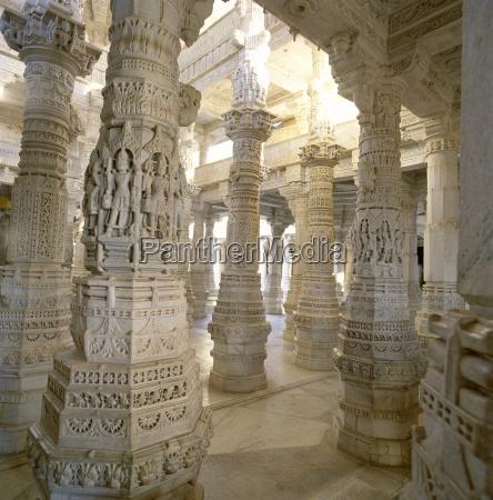detalhe de alguns dos 1444 pilares