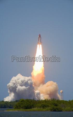 lancamento do space shuttle discovery do