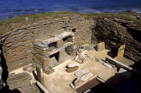 uma das oito casas de pedra