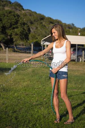 eua texas mulher jovem aguente gramado