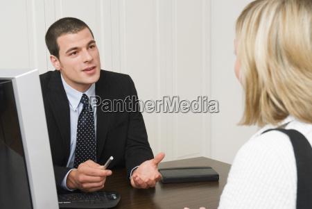 representante do banco que fala com