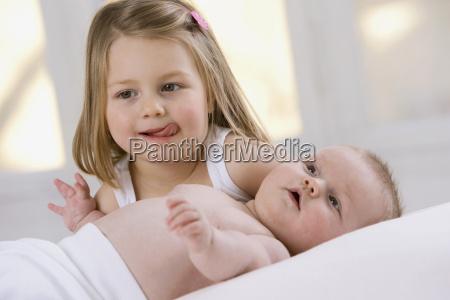 mala dziewczynka 3 4 i dziewczynka